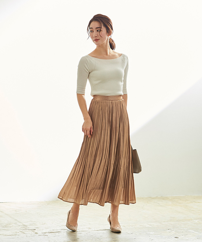 サテンプリーツスカート1